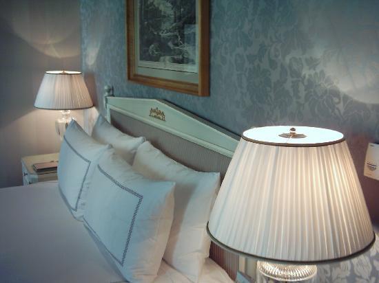 Four Seasons Hotel des Bergues Geneva : The bed