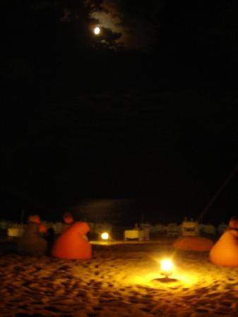 Mellis Beach: Moon light at the Hubbly Bubbly beach bar