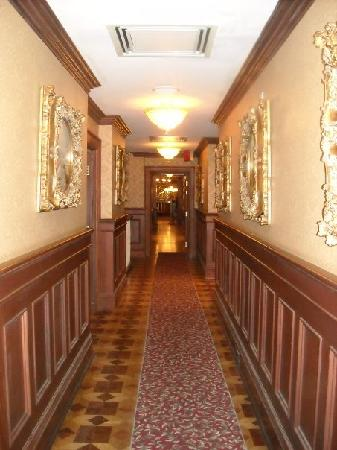Prince of Wales : hallway of main building