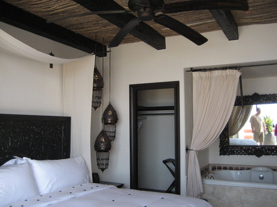 Cabo Azul Resort: master bedroom