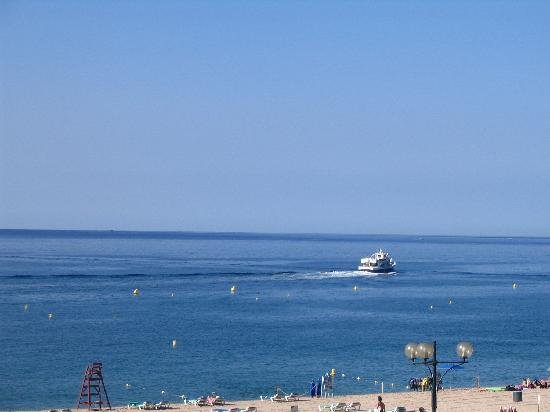 Hotel Surf-Mar: vu de notre chambre juste en face de la mer