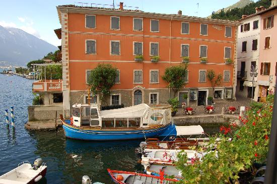 والسرو ونباتات البحر المتوسط بكل سهولة ويسر.* وتحتفظ الأماكن المأهولة