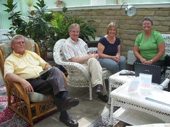 Huddersfield Central Lodge Hotel: Relaxing with Old Friends