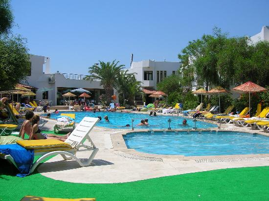 Club Hotel Flora : Piscine de jour