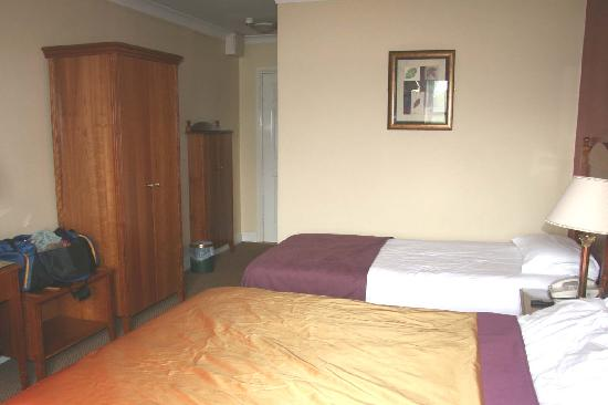 Newgrange Hotel: Double Bedroom view 1