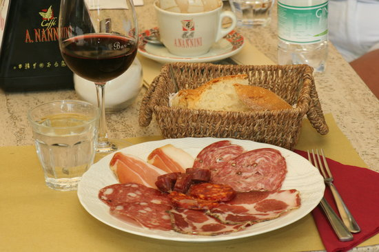 La Bottega di Volpaia: The wine bar with excellent local salamis