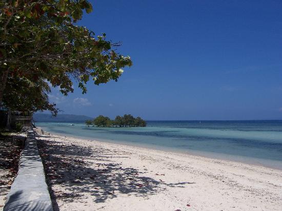 Larena, ฟิลิปปินส์: Strandbereich vor Nachbarresort