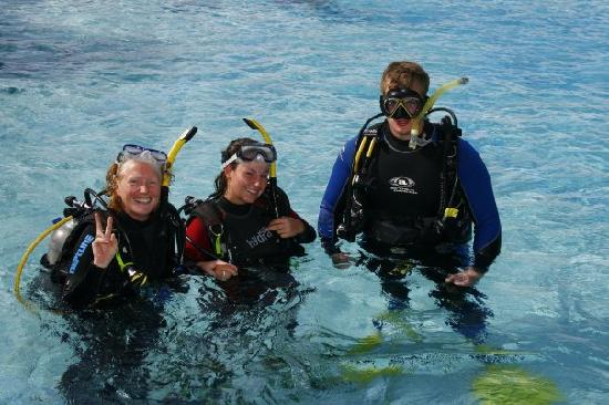 Whitsunday Dive Adventures - Dive Courses & Half Day Dive Trips: in the water