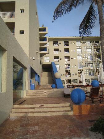 Club Regina Cancun: Club Regina architecture