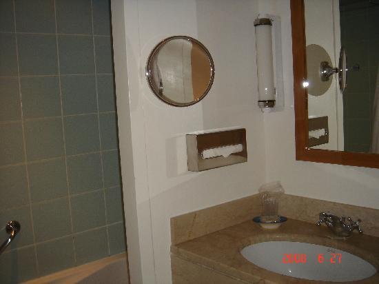 Miramar La Cigale Hotel Thalasso & Spa: salle de bain