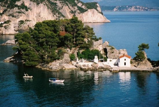 Paradise Hotel Parga: Parga little church waterfront
