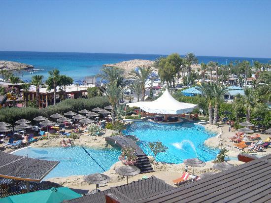 Tasia Maris Beach Hotel: Pool Area with beautiful view of the beach