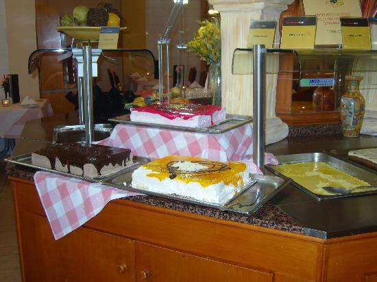 Tasia Maris Beach Hotel: The puddings all calorie free!
