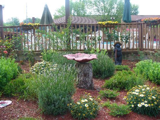 Oakmont Resort: landscaping