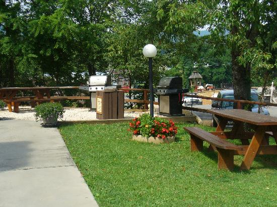 Oakmont Resort: outdoor grilling area