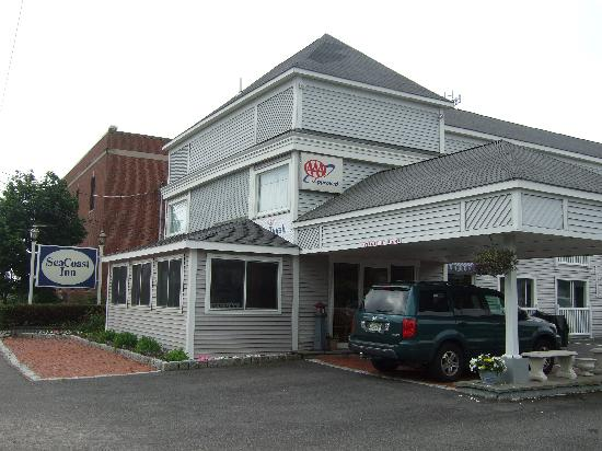 SeaCoast Inn : Front of building
