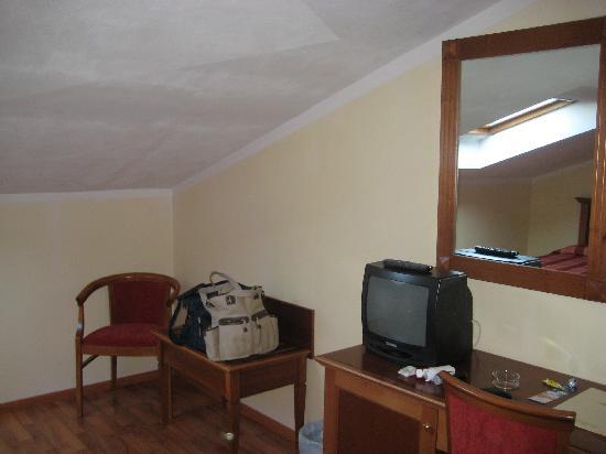 Abacus Hotel: Hotel Abacus bedroom again