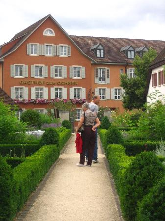 Hotel Gasthof zum Ochsen: the front from inside the garden found directly in front of the Hotel