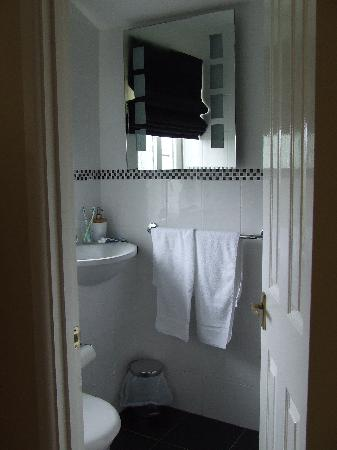 The Nook: Double Room's Bathroom