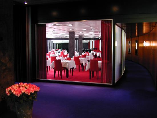 """7132 Hotel: The """"red"""" restautant"""