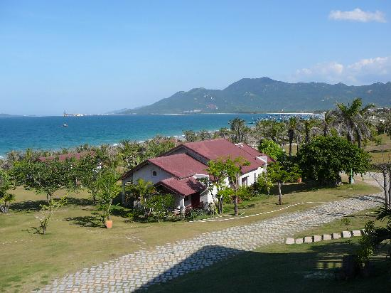 White Sand Doclet Resort & Spa : View of bungalows at White Sand Resort - Doclet