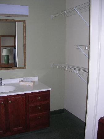 Extended Stay America - Detroit - Auburn Hills - Featherstone Rd.: near bathroom door