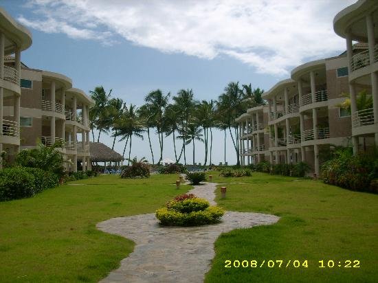 Cabarete East Beachfront Resort: Grounds of Cabarete East