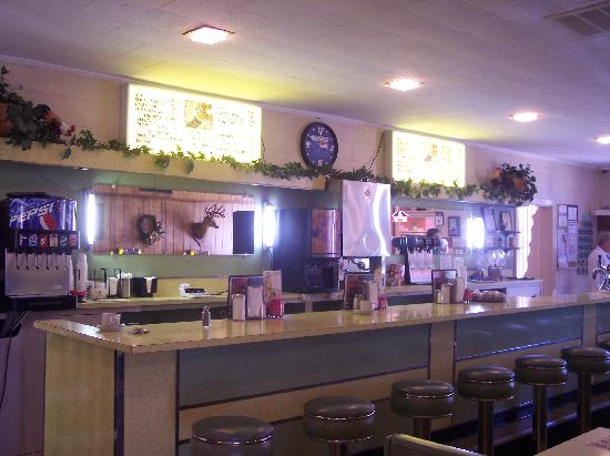 Southern Kitchen: Interior view of one side of the dining area - love the old diner style