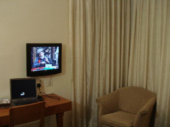 The Maxim Hotel : Wall Mounted TV (my aged laptop but great value due to free wireless internet access)