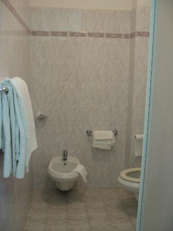 Hotel La Lanterna: Bathroom
