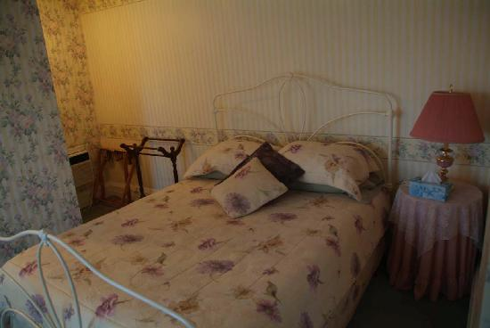 Bedham Hall Bed and Breakfast: the bed... comfy, though not Queen