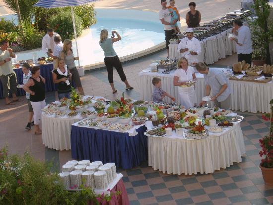 Hydramis Palace Beach Resort: soirée à thème