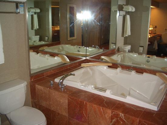 Treasure Island Ti Hotel Whirlpool Tub In The Her Bathroom