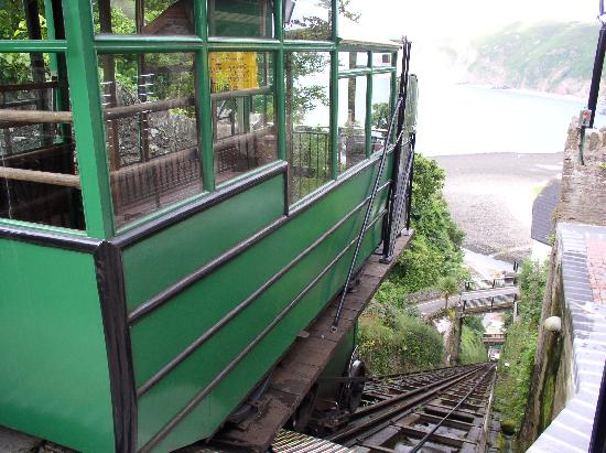 Lynton and Lynmouth Cliff Railway: Wagon with a view of the bay