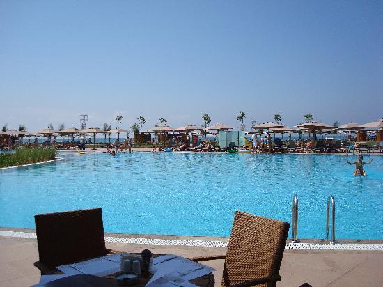 Cornelia Diamond Golf Resort & Spa: une des piscines