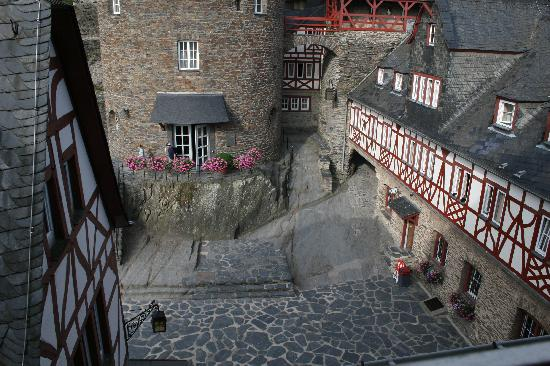 Hotel Burg-Stahleck: view of the courtyard from our window