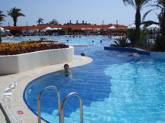 Limak Arcadia Golf & Sport Resort : piscine tranquille et bien grande