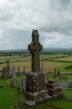 ‪‪Cashel‬, أيرلندا: Celtic Cross gravestones at Cashel‬