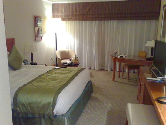 Holiday Inn Cairo - Citystars: NIce spacious room.