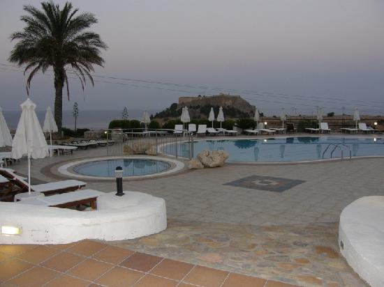 Krana Apartments : Early Evening pool area