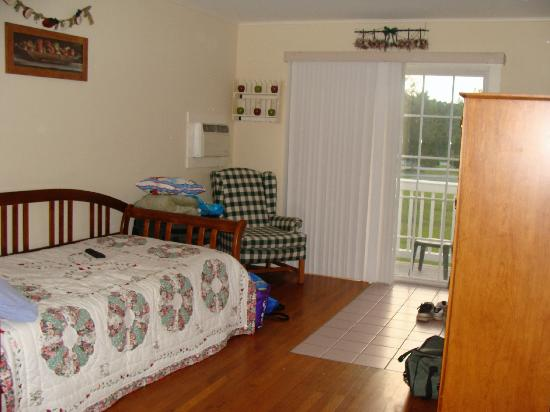 "The Country Inn at Camden / Rockport : Trundle bed in ""main"" part of cabin looking from front door towards deck."