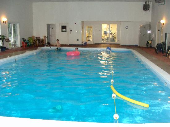 The Country Inn at Camden/Rockport: indoor pool (from other end)