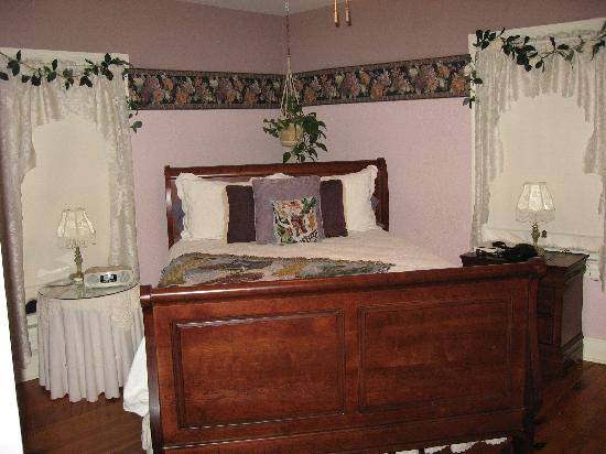 White Fence Bed & Breakfast: A very comfortable suite