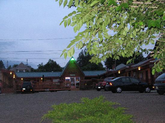 Trail's End Motel : Good Parking