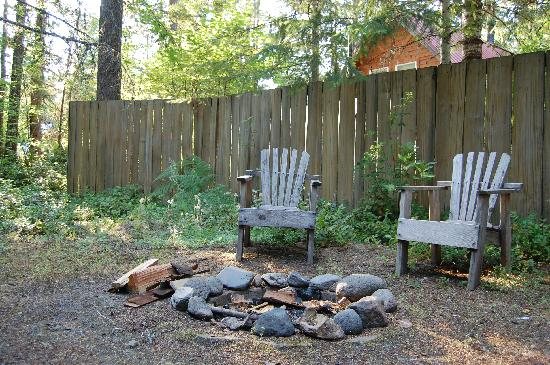 Jasmer's Fireplace Rooms: The fire pit and chairs