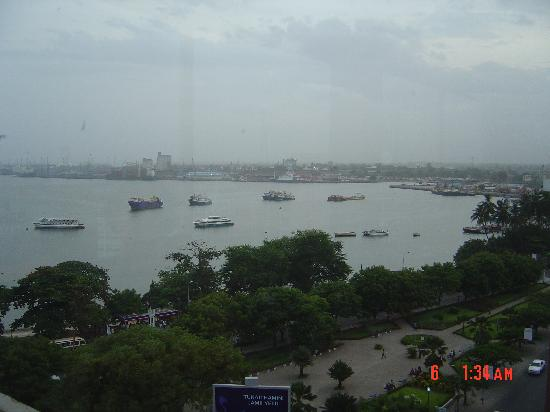 Econo Lodge: Dar Es Salaam Harbour from Hotel New Africa