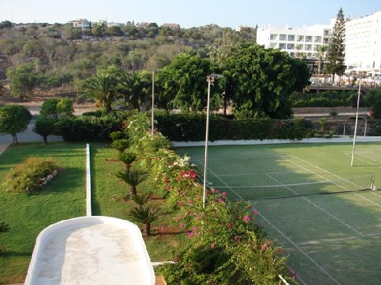 Alion Beach Hotel: Garden, tennis courts