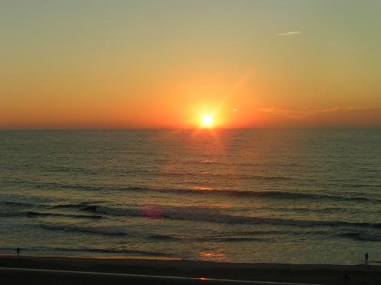 Holiday Inn Express Hotel & Suites Virginia Beach Oceanfront: Sunrise viewed from our balcony