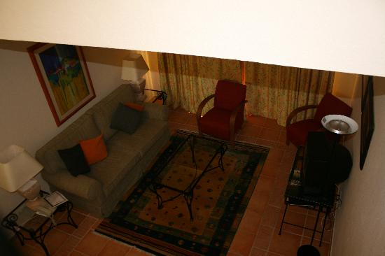 Pestana Palm Gardens: view from stairs to living room