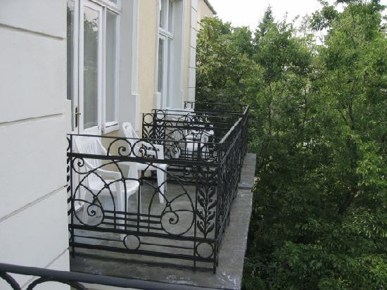 Hotel Park Villa: balcons avec vue sur jardins
